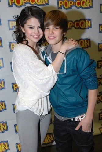 Selena Gomez with Justin-Bieber: They are Adorable!