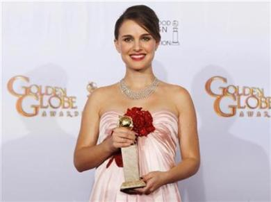 Natalie Portman Wins The Golden Globe And Looks Stunning Expecting Her 1st Baby!